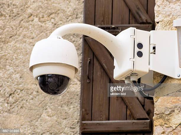 Überwachungskamera an einer Mauer Videoüberwachung gehört zum Alltag