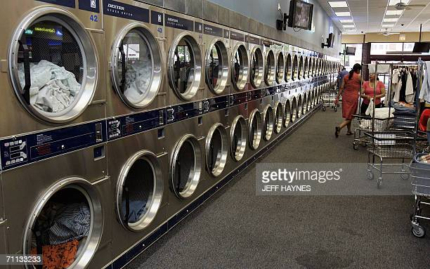 Berwyn, UNITED STATES: WORLD'S LARGEST LAUNDROMAT RUNS ON SOLAR POWER: A long row of laundry dryers are shown 01 June, 2006 at the self-proclaimed...
