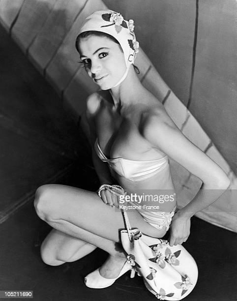 Beryl Ash A 19 Year Old Model From Portsmouth Wearing A Bikini Accompanied By A Hat And A Beach Bag During A Fashion Show Of The Kleinert Collection...