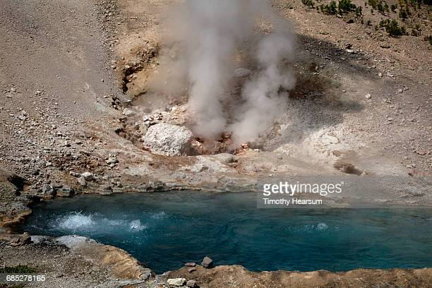 beryl spring, a bubbling pool with steam rising - timothy hearsum stock pictures, royalty-free photos & images