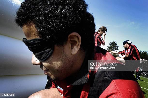 POUR ILLUSTRER LE PAPIER 'A L'OMBRE DU MONDIAL LES JOUEURS DE CECIFOOT PREPARENT LEUR COUPE DU MONDE' Karim membre de l'equipe de Marseille de...