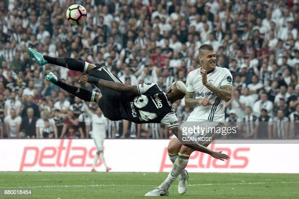 TOPSHOT Besiktas' Brazilian midfielder Talisca vies for the ball next to Fenerbahce's Martin Skrtel during the Turkish Spor Toto Super Lig football...