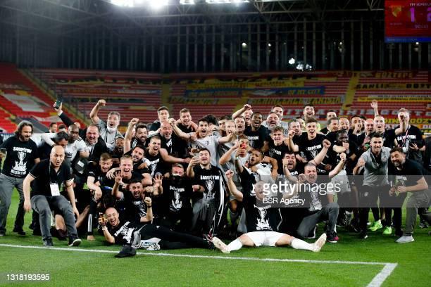 Besiktas celebrate winning the championship during the Turkish Super Lig match between Goztepe and Besiktas at Goztepe Gursel Aksel Stadi on May 15,...