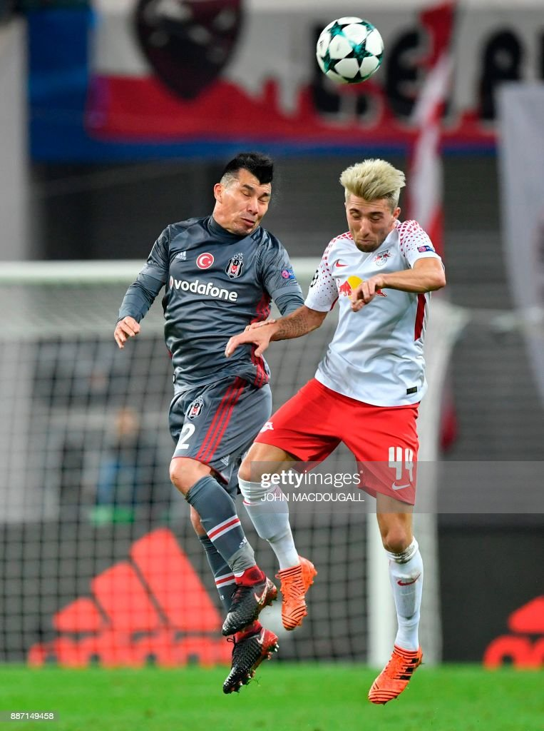Besiktas' Chilean defender Gary Alexis Medel Soto (L) and Leipzig's Slovanian midfielder Kevin Kampl vie for the ball during the UEFA Champions League group G football match RB Leipzig vs Besiktas in Leipzig, eastern Germany, on December 6, 2017. / AFP PHOTO / John MACDOUGALL