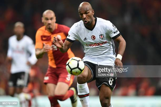 Besiktas' Dutch forward Ryan Babel vies for the ball with Galatasaray's Brazilian defender Maicon during the Turkish Spor Toto Super league football...