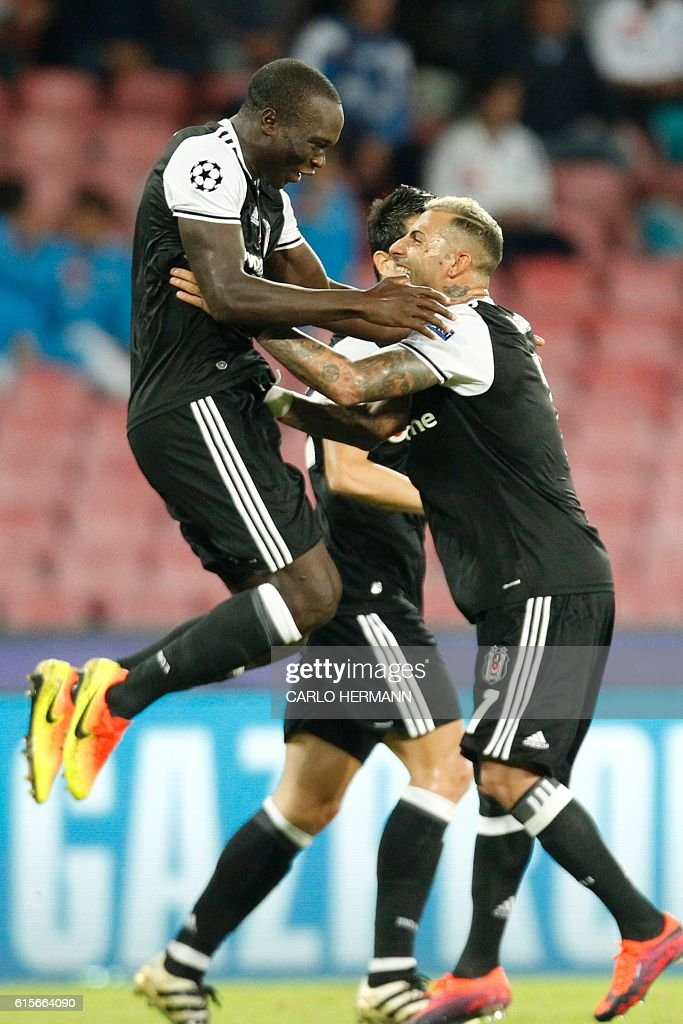 TOPSHOT - Besiktas' forward from Cameroon Vincent Aboubakar (L) celebrates with teammate Besiktas' forward from Portugal Ricardo Quaresma after scoring during the UEFA Champions League football match SSC Napoli vs Besiktas on October 19, 2016 at the San Paolo stadium in Naples. / AFP / Carlo Hermann