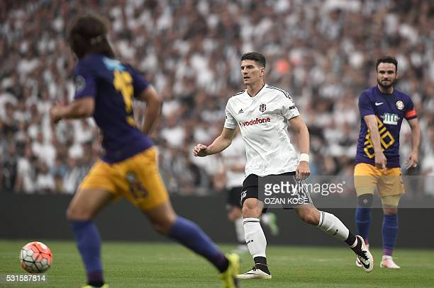 Besiktas' German forward Mario Gomez fights for the ball with Osmanlispor's Turkish defender Muhammed Bayir and Portuguese defender Tiago Pinto...