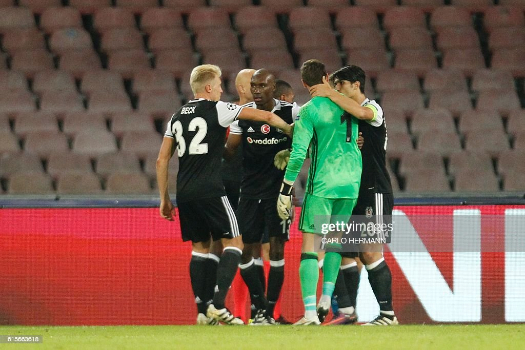 Besiktas' goalkeeper from Spain Fabricio (2ndR) is congratulated by teammates after he saved a penalty shot during the UEFA Champions League football match SSC Napoli vs Besiktas on October 19, 2016 at the San Paolo stadium in Naples. / AFP / Carlo Hermann