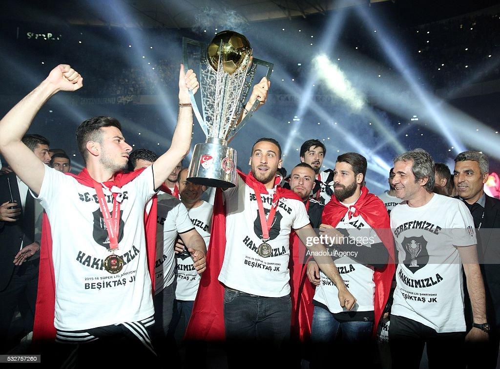Besiktas lift Turkish Super Lig trophy : News Photo