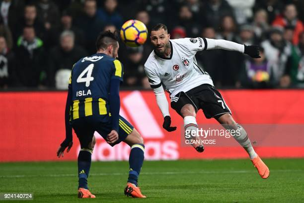 Besiktas' Portoguese midfielder Ricardo Queresma kicks ball to score next to Fenerbahce's Anibal Isla during Turkish Spor Toto Super leagua fotball...
