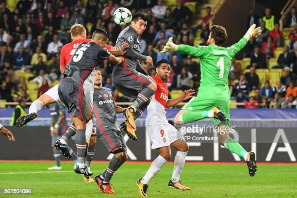 TOPSHOT Besiktas' Spanish goalkeeper Fabricio Agosto Ramirez defends against Monaco's Polish defender Kamil Glik and Monaco's Colombian forward...