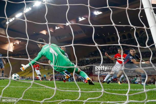 Besiktas' Spanish goalkeeper Fabricio Agosto Ramirez fails to stop the opening goal by Monaco's Colombian forward Radamel Falcao during the UEFA...
