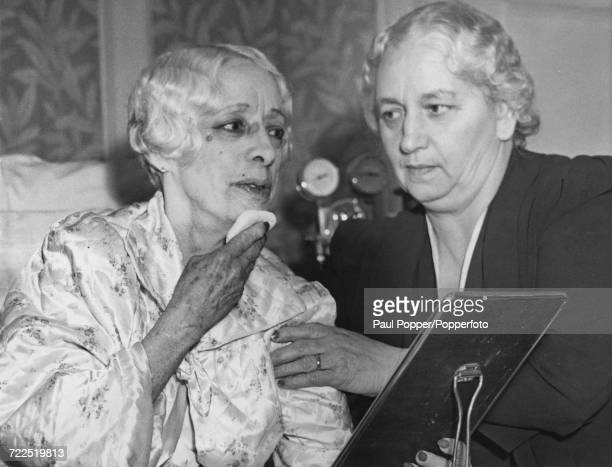 Bess Houdini wife of Harry Houdini pictured on left with her sister Marie Hinson as she prepares to journey back to New York from Los Angeles United...