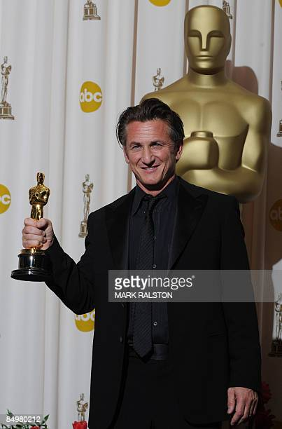 Best Actor winner Sean Penn poses with his trophy at the 81st Academy Awards at the Kodak Theater in Hollywood, California on February 22, 2009. Penn...