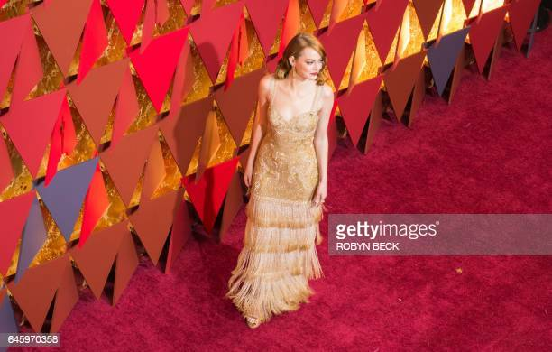 Best Actress winner Emma Stone arrives on the red carpet for the 89th Oscars on February 26 2017 in Hollywood California / AFP / Robyn BECK