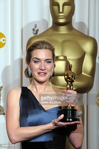Best Actress winner Kate Winslet poses with her trophy at the 81st Academy Awards at the Kodak Theater in Hollywood, California on February 22, 2009....