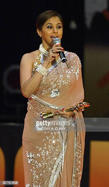 Best Actress winner Urmila Matondkar holds her award as she speaks during the 2004 Bollywood Movie Awards at the Trump Taj Mahal 01 May 2004 in...