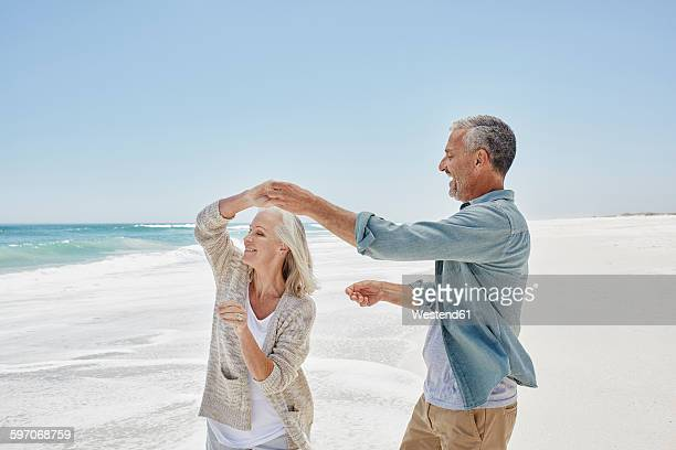 best agers at the beach - heterosexual couple imagens e fotografias de stock