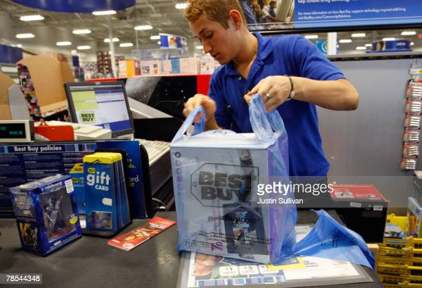 Best Buy cashier helps a customer check out at a Best Buy store December 18 2007 in San Francisco California Consumer electronics retail giant Best...