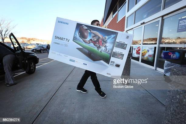 239 best buy employee photos and premium high res pictures getty images 2