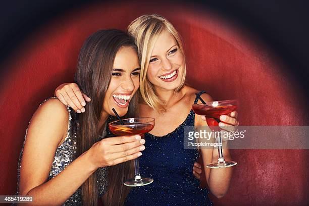 Besten Freunde und cocktails