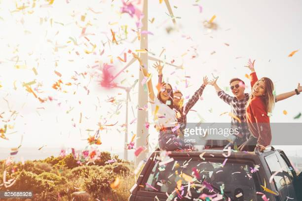 best friends enjoying the outdoor party together with confetti in nature - outdoor party imagens e fotografias de stock