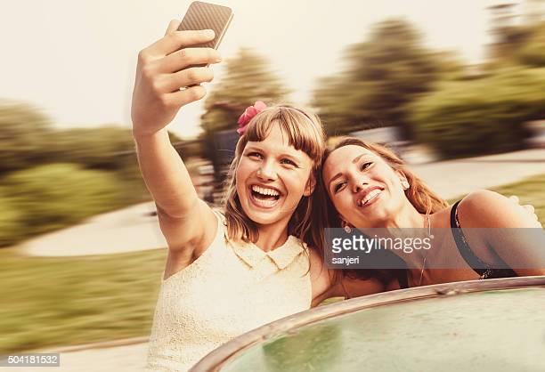 Besten Freunde genießen die Zeit zusammen am Rad