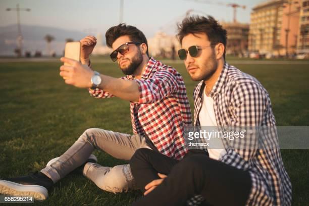 Beste Freunde Foto mit Handy
