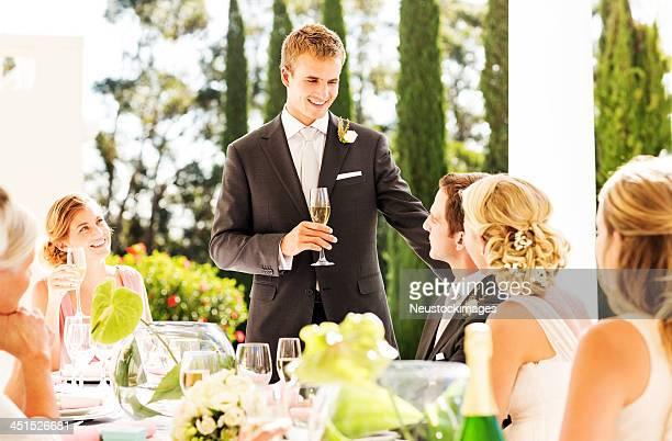 最高をお求めのカップル男性ギブスピーチを受信時