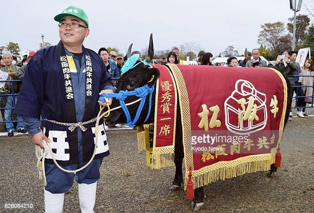Best Matsusaka cow auctioned for 258 mil yen Keishiro Hata stands with Fukuharu 5 after the threeyear old 690kilogram cow won this year's top prize...
