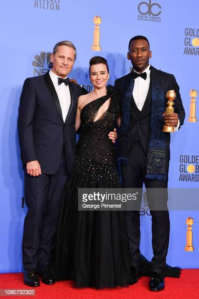 Best Motion Picture Musical or Comedy award for 'Green Book' winners Viggo Mortensen Linda Cardellini and Mahershala Ali pose in the press room...