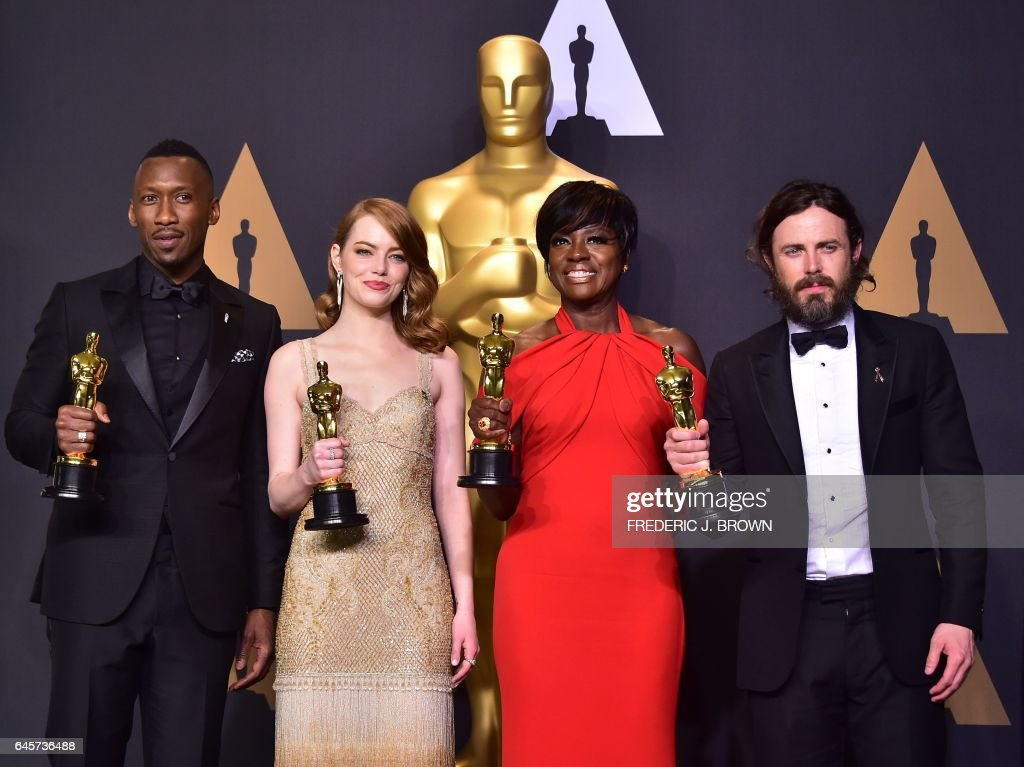 Best Supporting Actor Mahershala Ali, Best Actress Emma Stone, Best Supporting Actress Viola Davis and Best Actor Casey Affleck pose in the press room during the 89th Oscars on February 26, 2017 in Hollywood, California. / AFP / FREDERIC
