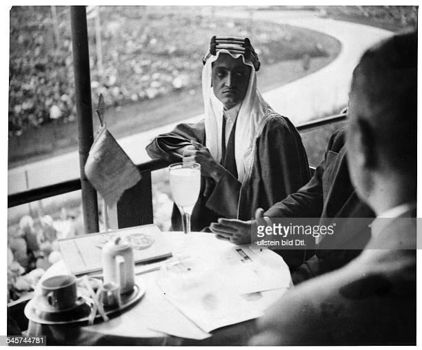 Besuch von Faisal Vizekönig von Mekkaund späterer König von SaudiArabienin Berlin als Zuschauer bei einemAutorennen auf der Avus Mai 1932
