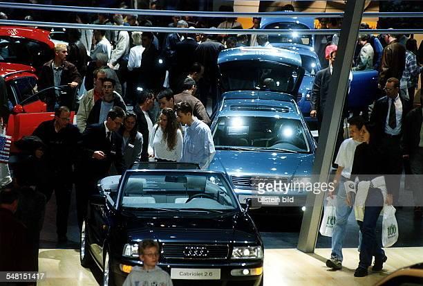 Besucher auf der aaa 1998 in den Messehallen Oktober 1998