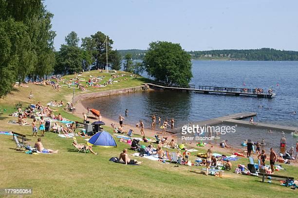 Besucher Badende BadeSee Hättebaden bei Tranas stergotland Schweden Europa Badesee Steg schwimmen Schwimmer Reise