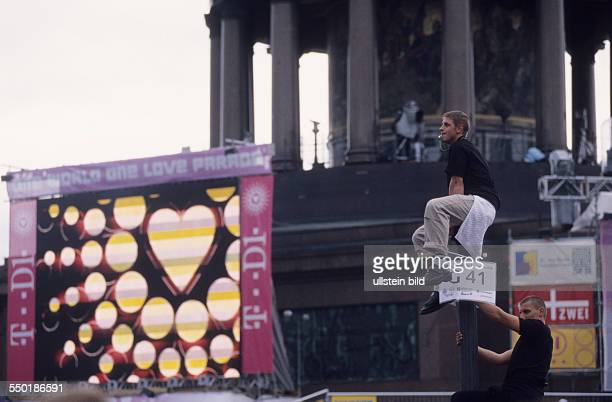 Besucher der Lovepaprade in Berlin