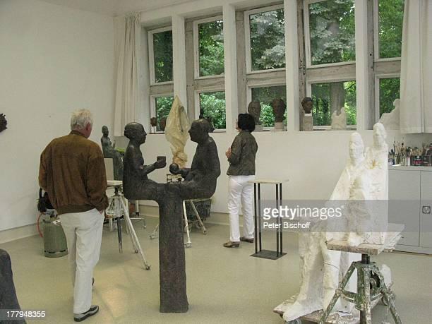 Besucher im Atelier von P r o f B e r n d A l t e n s t e i n und G i s e l a E u f e sowie C h r i s t o p h F i s c h e r Offene Ateliers...