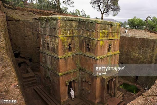 bet giorgis, lalibela ethiopia - religious dress stock photos and pictures