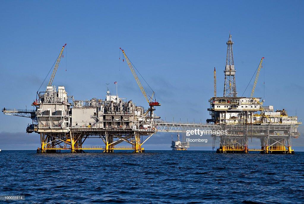 West Coast Senators Propose Ban On Offshore Drilling : News Photo