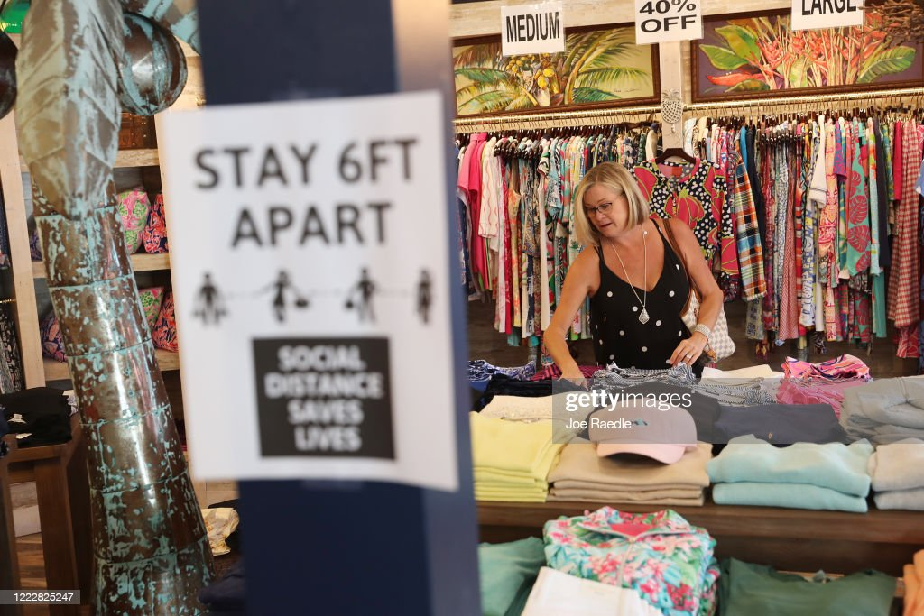 Majority Of Florida Counties Re-Open Retail Stores, Restaurants, And Beaches : News Photo