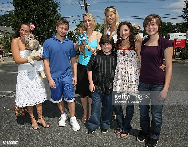 Beth Joy Knutsen with Bella Starlet Dog actor Brandon Hannan Eli the Chihuahua actor Josh Flitter Animal Laugue spokesperson Beth Ostrosky Hallie...