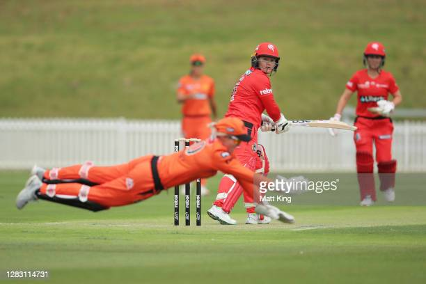 Beth Mooney of the Scorchers takes a catch to dismiss Lizelle Lee of the Renegades during the Women's Big Bash League WBBL match between the...