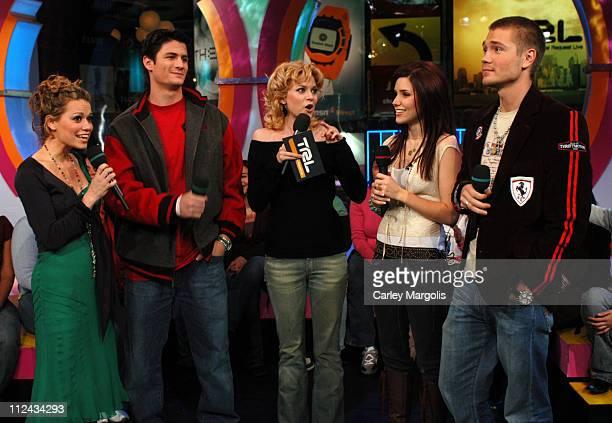 "Bethany Joy Lenz, James Lafferty, Hilarie Burton, Sophia Bush and Chad Michael Murray of ""One Tree Hill"""
