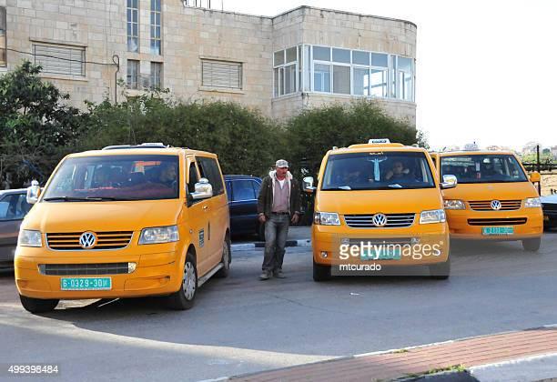 Belém, Cisjordânia: Partilhado táxis esperar pelo Rachel Túmulo de passagem