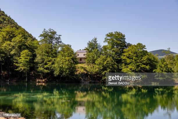 bethmale lake, ariege, occitanie, france - アリエージュ ストックフォトと画像