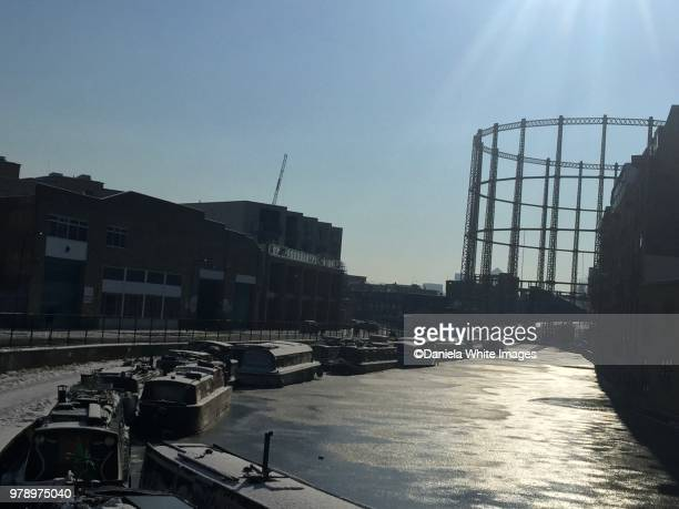 bethnal green gasometer - bethnal green stock pictures, royalty-free photos & images