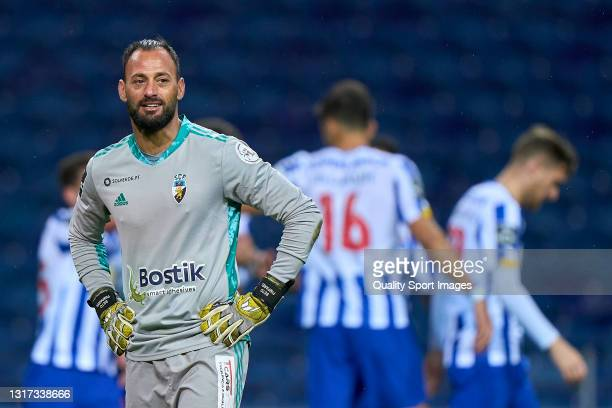 Beto of SC Farense reacts after Mehdi Taremi of FC Porto scored his team fourth goal during the Liga NOS match between FC Porto and SC Farense at...