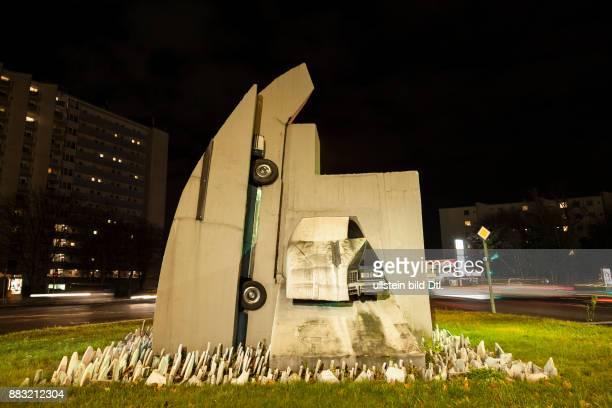 Beton Cadillacs Skulptur von Wolf Vostell in Berlin