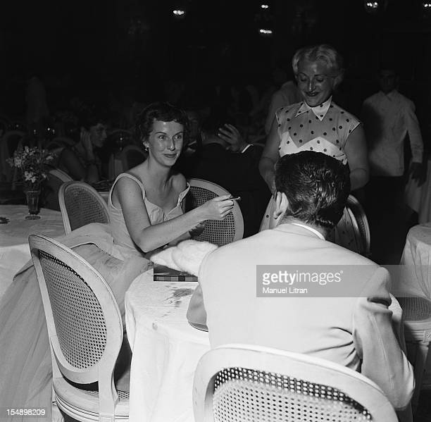 Betsy Blair at the gala of small white beds at the Deauville casino