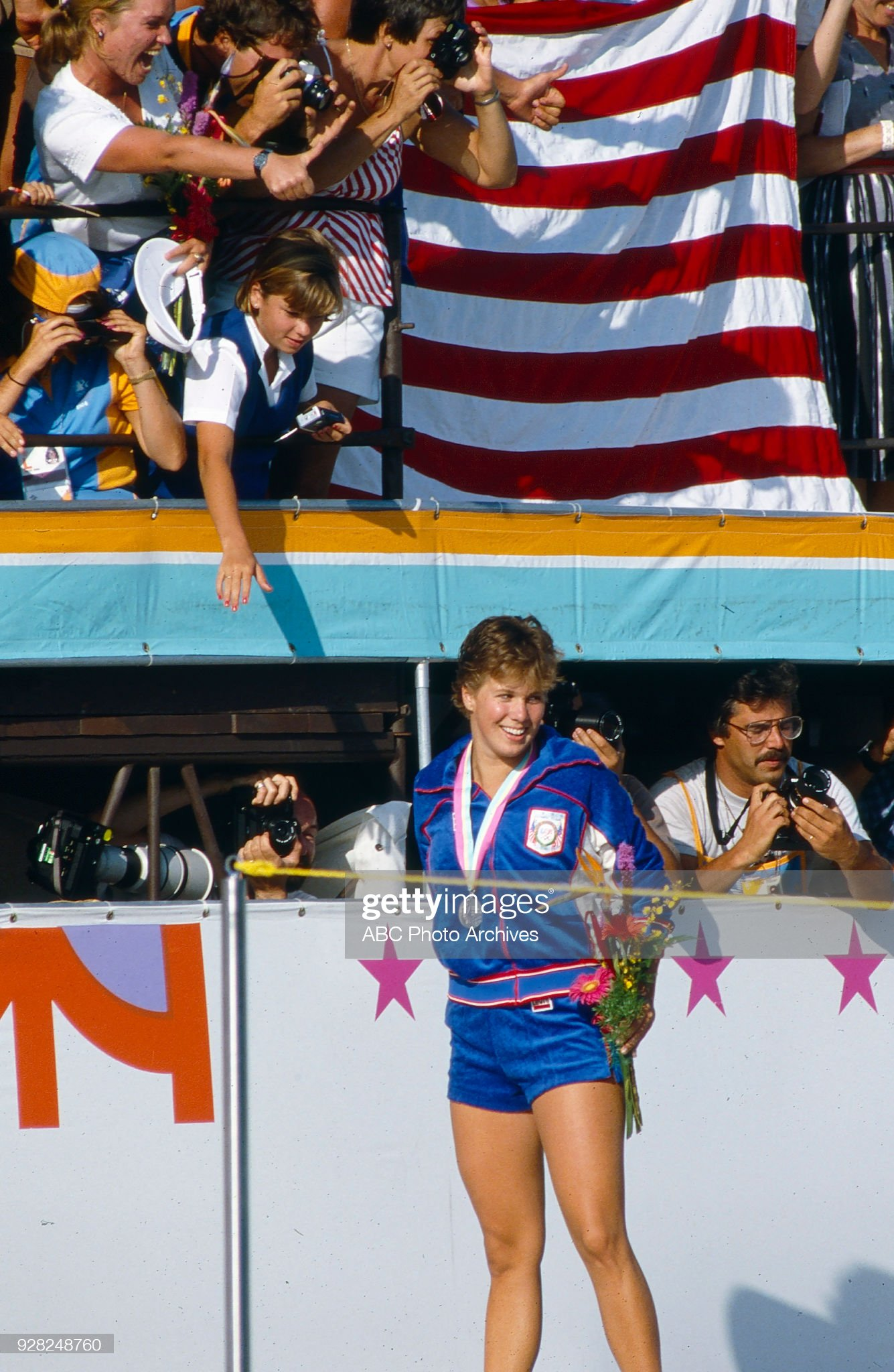 Women's Swimming 100 Metre Backstroke Medal Ceremony At The 1984 Summer Olympics : Fotografía de noticias